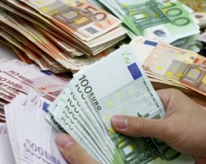 O primarie a cheltuit 30.000 de euro pe felicitari si pungi cadou. Raspunsul primarului