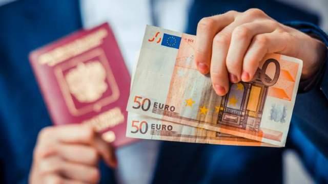 Zona EURO: 74% dintre europeni spun ca euro este un lucru bun pentru UE