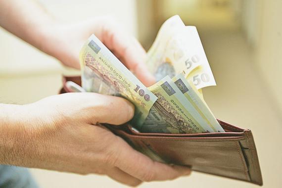 Salariile au scazut cu 40% pentru angajatii din Autoritatea Feroviara Romana