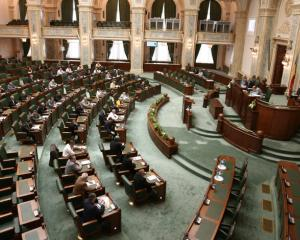 Bunurile din domeniul public al judetului pot trece in cel al municipiului si invers