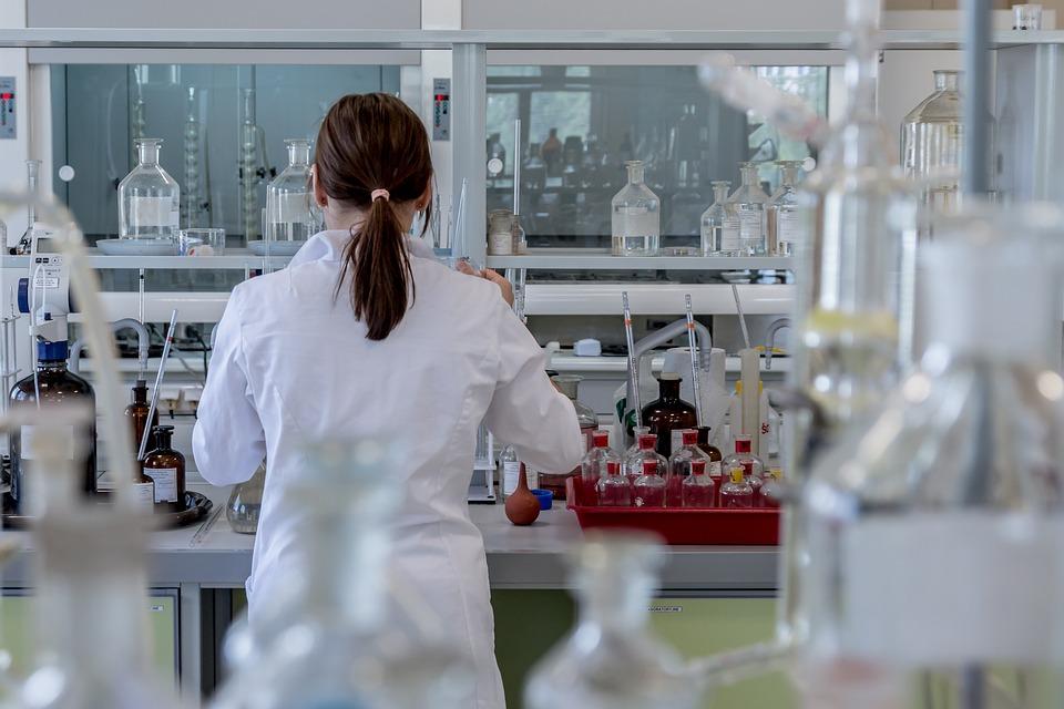 Coeficient de salarizare de 3,75 % egal pentru toti biochimistii, biologii si chimistii din sistemul sanitar