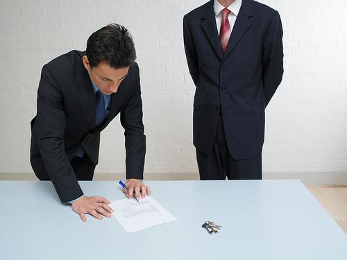 Angajatorii care incadreaza in munca ucenici si stagiari vor primi o suma de bani lunar