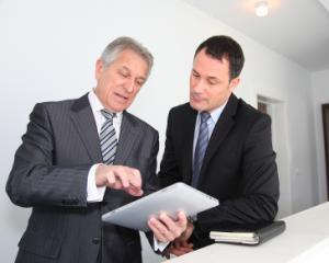 Cumul de functii: impartirea orelor de munca pentru bugetarii cu 2 contracte individuale de munca