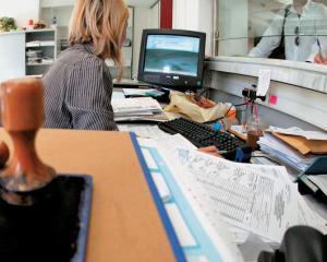 Cumul de functii pentru angajatii institutiilor publice