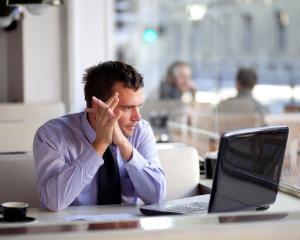 Restrictii pentru functionarii publici care isi schimba locul de munca
