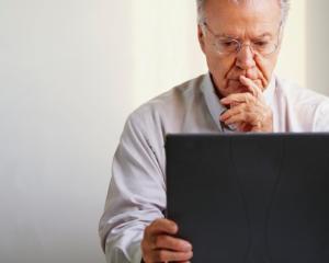 Incetarea raportului de munca a personalului bugetar la indeplinirea conditiilor pentru pensie