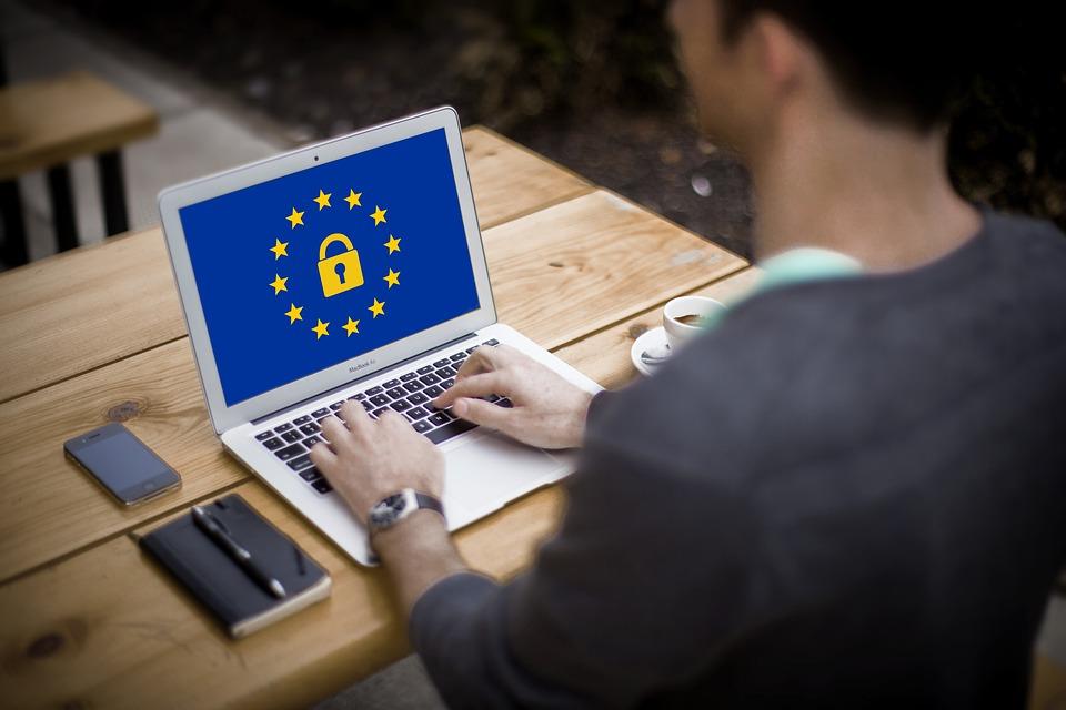 Internet gratuit in spatiile publice! Finantare europeana pentru instalarea de puncte de acces