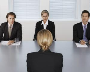 32 de posturi vacante in administratia publica