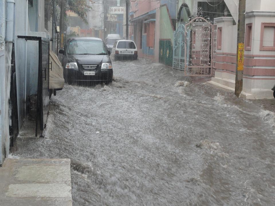 Premierul Viorica Dancila: lucrarile de refacere a obiectivelor de aparare impotriva inundatiilor trebuie terminate pana la finalul anului