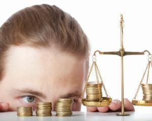 Modificari in legea salarizarii in 2017: salariul minim va fi negociat de partenerii sociali