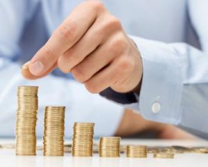 Noua lege a salarizarii bugetarilor: majorari salariale de pana la 70%, prime si sporuri uriase in administratia publica