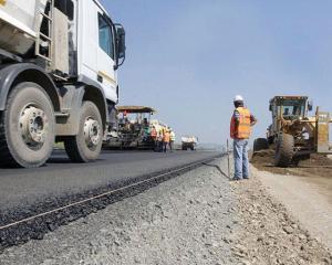 Guvernul aloca 300 de milioane de lei pentru finantarea lucrarilor la drumurile judetene si comunale
