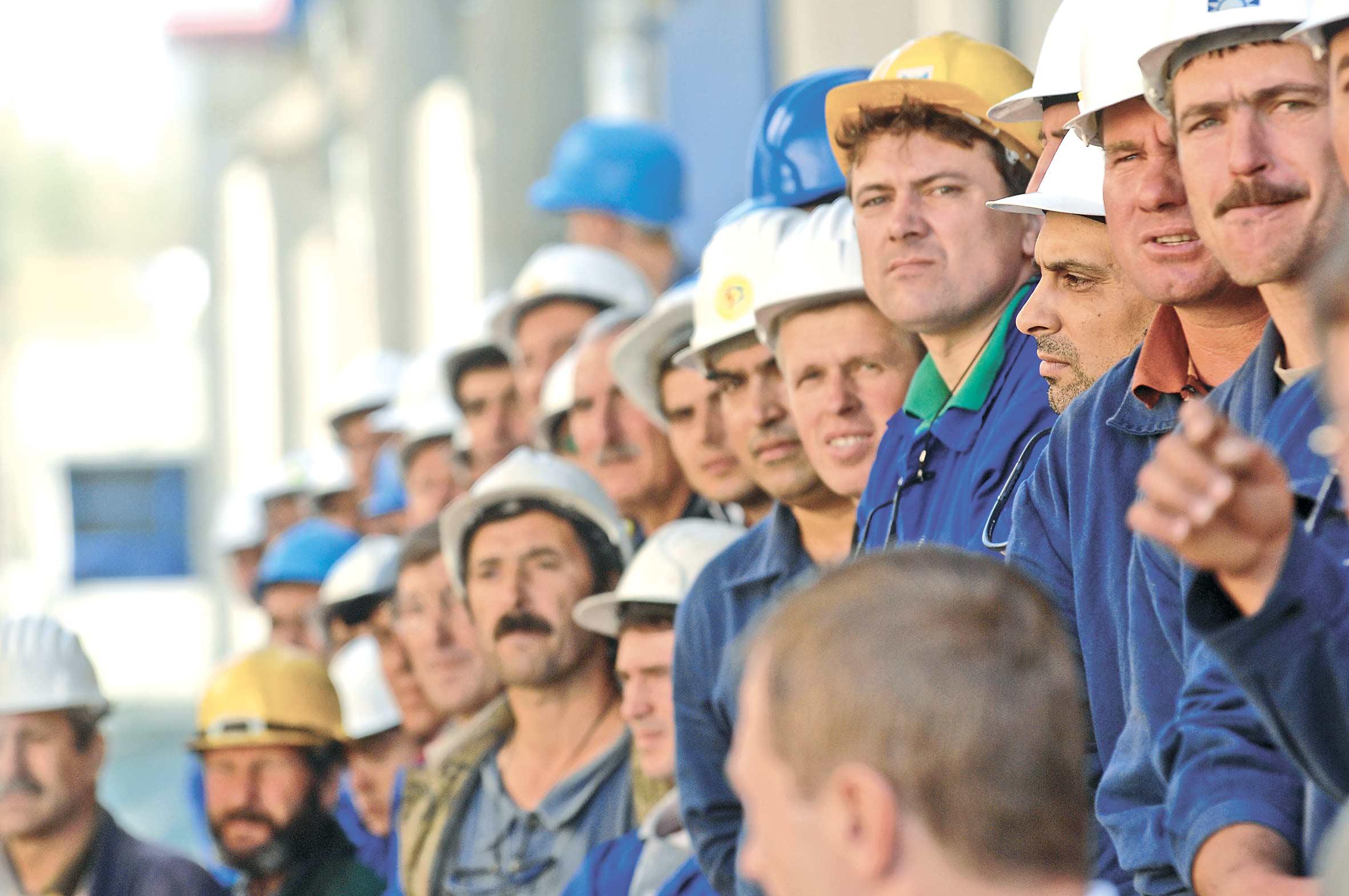 Mai bine de 230.000 de romani lucreaza in Marea Britanie
