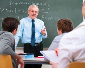 Profesorii pot iesi la pensie cu 3 ani mai devreme