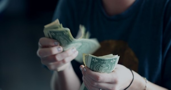 Salariile bugetarilor vor fi taiate? Ce spun oficialii