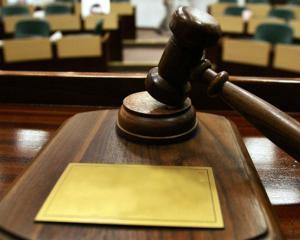 Personalul din aparatul de lucru al Parlamentului va fi salarizat la nivelul maxim admis