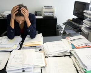 In ce conditii functionarii publici pot refuza sarcinile de munca