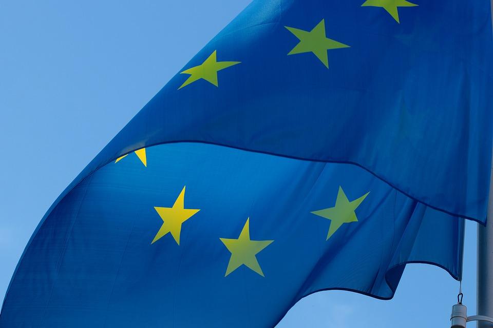 Romanii au incredere in Uniunea Europeana si considera ca aceasta va deveni mai puternica si unita