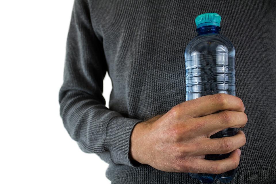 Produsele din plastic de unica folosinta vor fi interzise in UE. Lista cu obiectele care trebuie sa DISPARA!