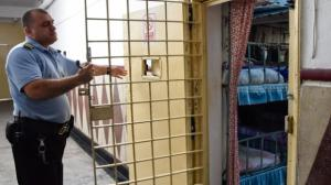 Agentii si ofiterii de penitenciare vor beneficia de o majorare salariala de 10% la salariul brut