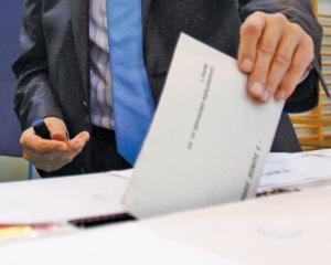 Incepe campania electorala. 12 candidati au ramas in cursa pentru Primaria Capitalei si 588 pentru CGMB