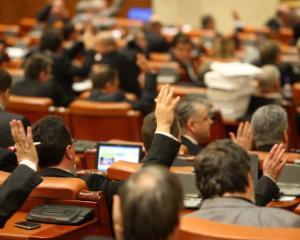 Salariu minim de 1.400 de lei in 2017, pensii mai mari si eliminarea impozitului pe venit pentru mai multe categorii de angajati: cum arata programul de guvernare PSD