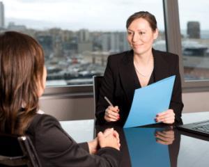 Este posibila reangajarea la acelasi angajator in aceeasi luna in care CIM a incetat de drept?