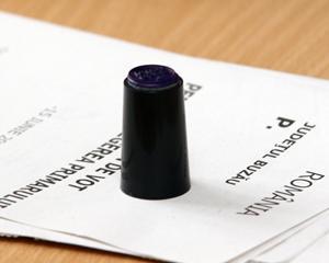 Toate prefecturile vor primi pana pe 27 octombrie buletinele de vot pentru prezidentiale