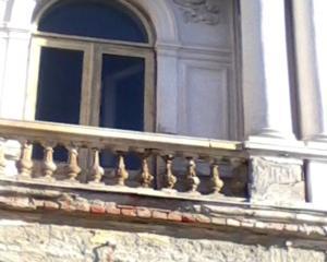 Proiect: amenzi saptamanale pentru proprietarii cladirilor istorice neintretinute