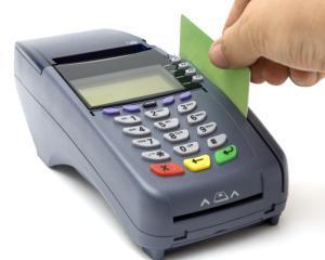 Guvernul ar putea reduce comisioanele interbancare la platile cu cardul in doua trepte