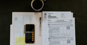 Drepturi inlocuitor persoana CFP. Se majoreaza salariul cu 10%?