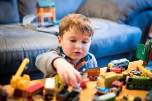 Guvernul INTERZICE institutionalizarea copiilor in centrele de tip vechi, de la 1 ianuarie 2020