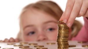 Marirea salariului minim duce la majorarea indemnizatiei pentru cresterea copilului, de la 1 februarie 2017