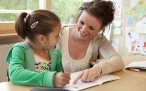 Legea adoptiei a fost modificata: procedura a fost simplificata, familiile care adopta vor fi sprijinite financiar