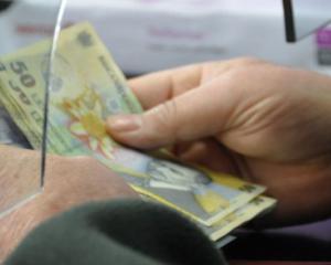 30% dintre salariatii bugetari vor beneficia de cresteri salariale din august 2016
