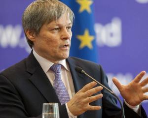Premierul Ciolos i-a demis pe ministrii de la Educatie, Comunicatii, transport si cel pentru relatia cu romanii de pretutindeni