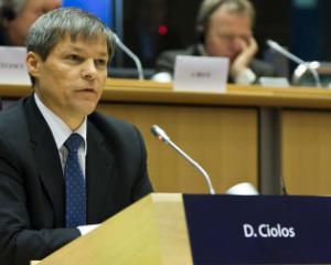 Premierul Dacian Ciolos analizeaza masura majorarii salariilor bugetarilor cu 10%