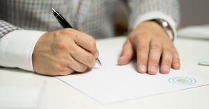 Personalul contractual din administratia publica depune declaratii de avere?