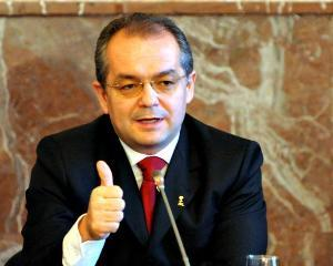 Emil Boc: primarii sa aiba salarii decente, nu pensii speciale