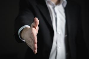 Angajatorii din orice domeniu de activitate pot primi 250 de euro lunar, daca vor angaja someri