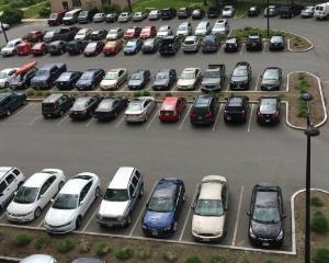 Primaria Bucuresti cauta solutii pentru mai multe locuri de parcare