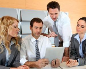 Cine poate ocupa functia de manager public