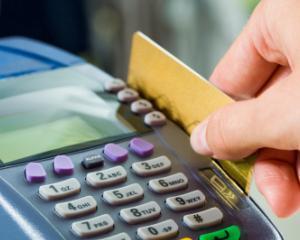 Plata cu cardul devine obligatorie in institutiile publice