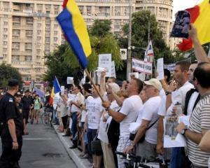 A inceput protestul functionarilor publici in fata Guvernului
