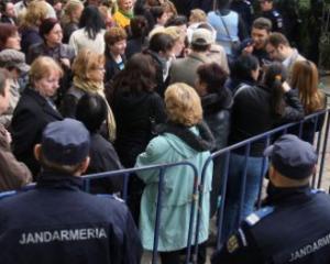 Greva si proteste spontane in toata tara din cauza majorarilor salariale pentru angajatii din Finantele Publice