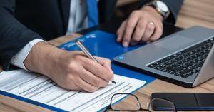 Conditii de pensionare functionar public. Cum poate fi prelungit raportul de serviciu?