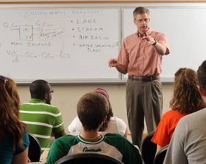 Guvernul a redus norma la profesori grad I si vechime 25 ani. Urmeaza reducerea varstei de pensionare