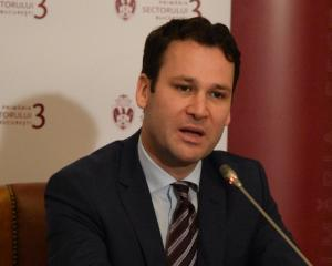 Primarul Sectorului 3 cere corelarea salariilor din administratia locala si centrala