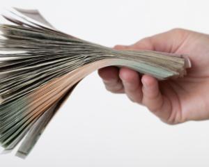 Propunere: Cresterea salariilor primarilor si functionarilor publici