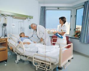 Medicii vor primi 50% din banii pe tratarea pacientilor in regim privat, in spitale publice